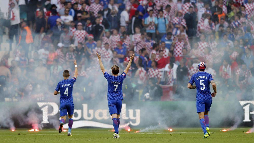 Violentos incidentes de los ultras croatas durante el Croacia - República Checa.David Villa