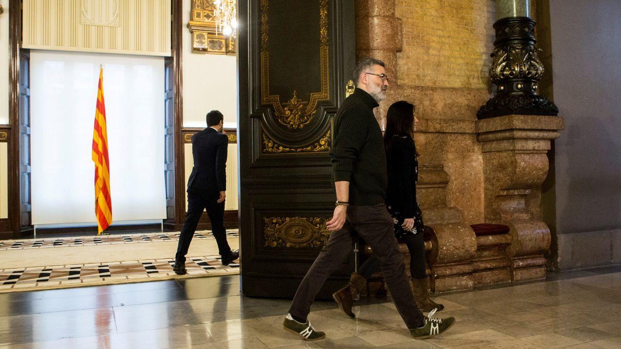 Las gallegas toman las calles tras la jornada de huelga.El diputado de la CUP, Carles Riera, tras la reunión mantenida con Torrent