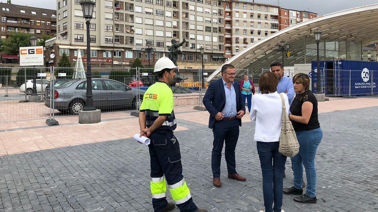 Los concejales Ana Rivas e Iván Álvarez en el comienzo de las obras de La Losa