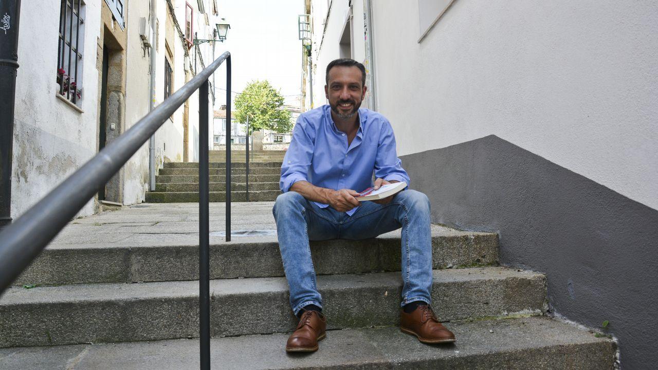 Ramón Abades es el creador del apiario urbano del Jardín Botánico de O Burgo
