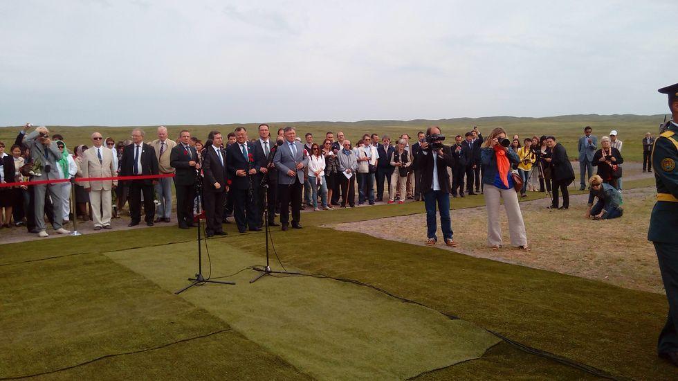 Inauguración del monumento a los españoles fallecidos en los campos de trabajo de Karagandá (Kazajistán). Participaron el embajador de España en Astaná, autoridades de Karagandá, representantes de empresas españolas en Kazajistán y una delegación española de familiares y asociaciones.
