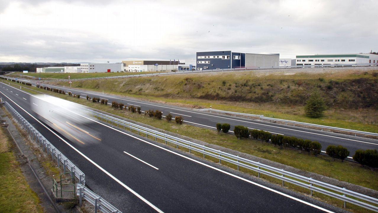 Inauguración del nuevo campo de fútbol de O Corgo.La Ronda Norte sigue aumento su volumen de circulación de vehículos