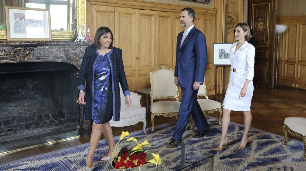 .Letizia usó este traje de Felipe Varela en su viaje oficial a Francia en junio del 2015.