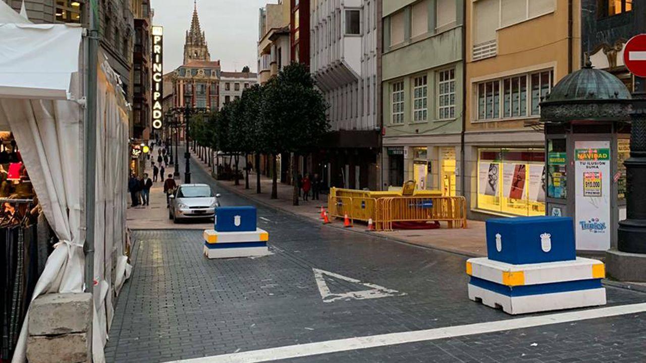Bolardos en la calle San Francisco de Oviedo