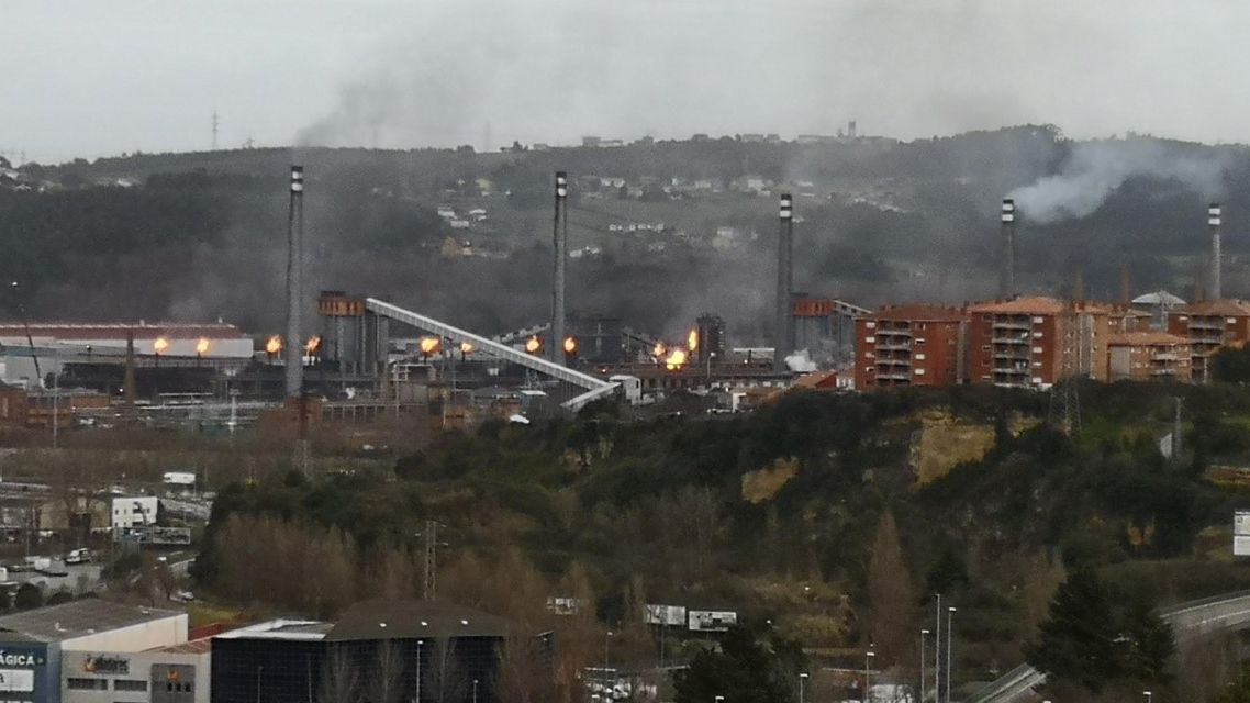 Un incidente en las baterías de Arcelor provoca el encendido de las antorchas