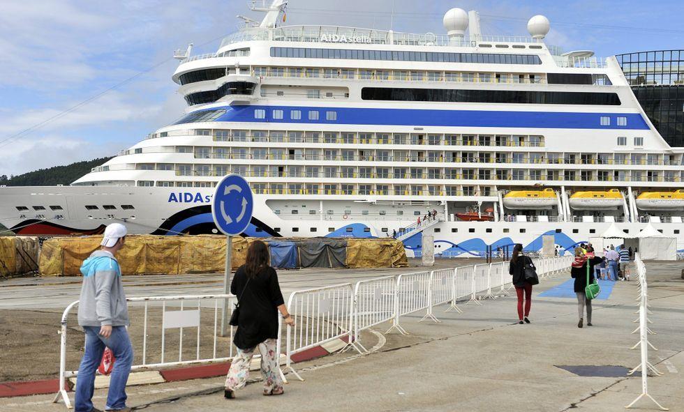 La gestión de los residuos de los buques durante su escala en el puerto de Ferrol.Los cruceros de la naviera Aida son asiduos a los muelles ferrolanos.