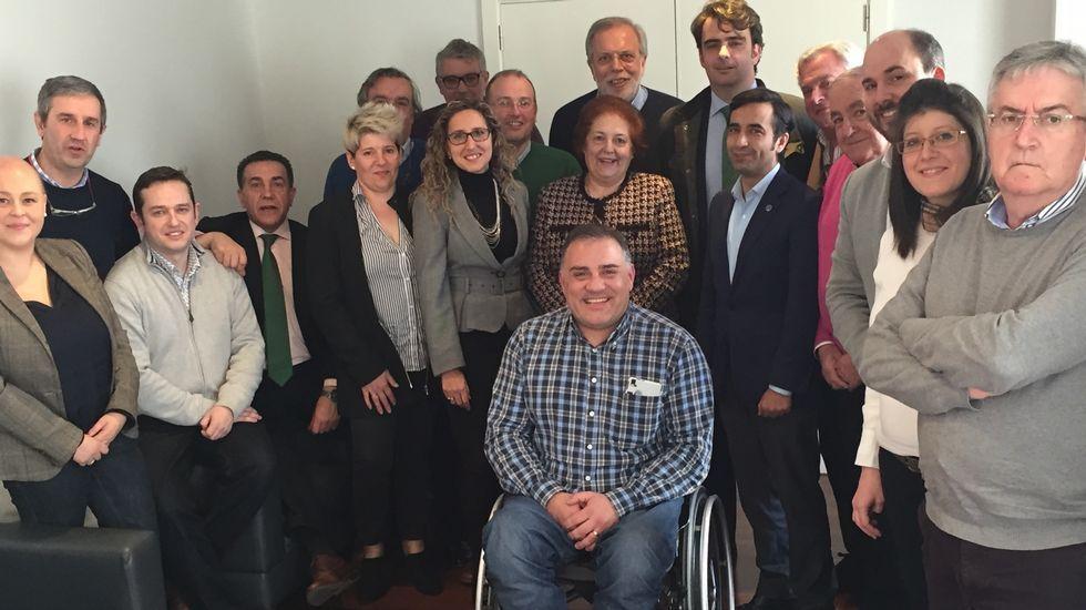 Alcaldes y portavoces de la comarca participaron en una reunión de trabajo con responsables del partido.