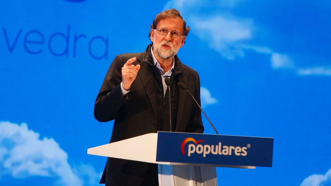 Rajoy juega en casa:las imágenes de su mitin en Pontevedra.Los diputados del PNV Aitor Esteban (i) y Mikel Legarda (d) durante la segunda jornada de la moción de censura