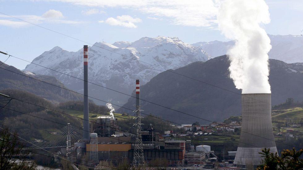Ferrol-As Pontes: la ruta del carbón.Vista de la central térmica de Soto de Ribera, de la empresa EDP, en las proximidades de Oviedo