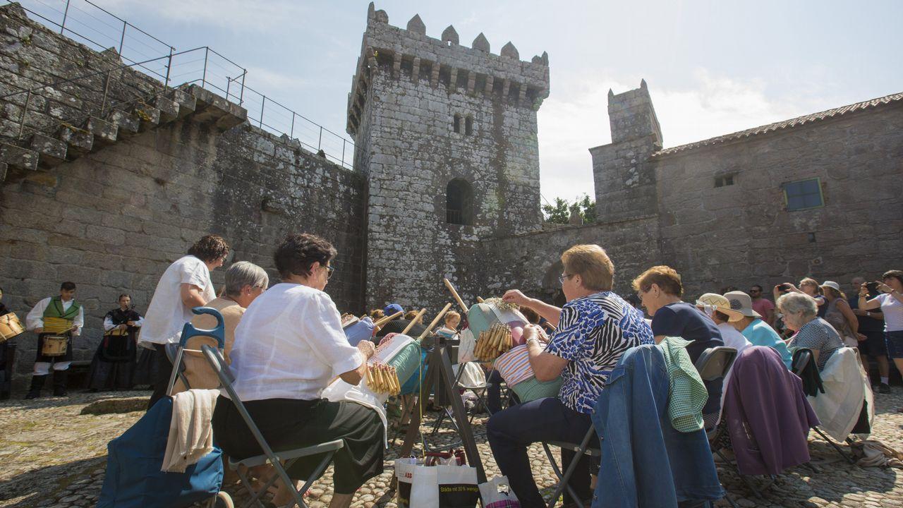 Palillada de As Nemanquiñas de Vimianzo en el castillo: ¡álbum!.