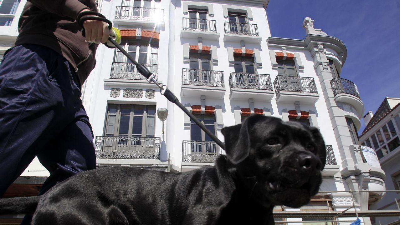 El edificio que albergará la residencia está situado en la esquina de la calle de la Iglesia con Méndez Núñez