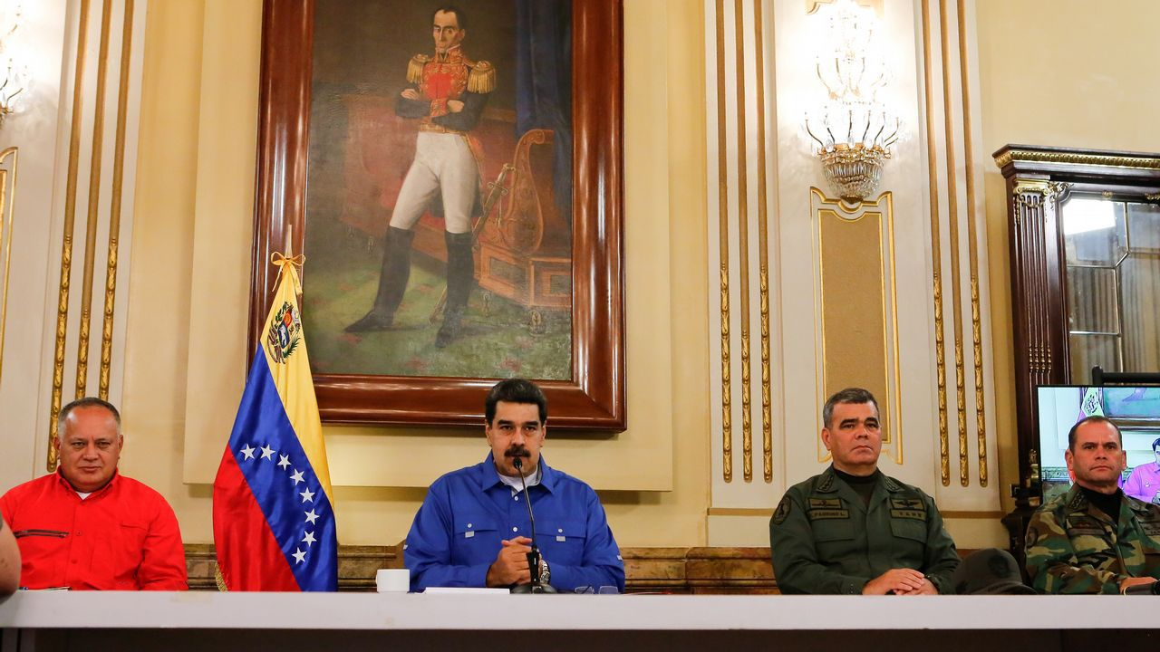 Los venezolanos secundan los llamamientos de Maduro y Guaidó.Nicolás Maduro