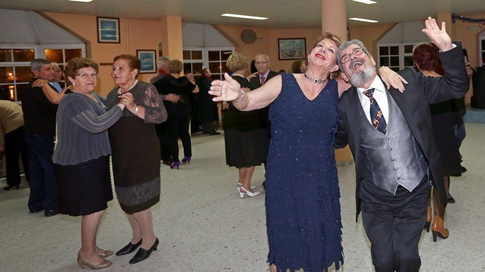Baile dos Nosos Maiores en el club de pensionsitas y jubilados del mar de Ribeira