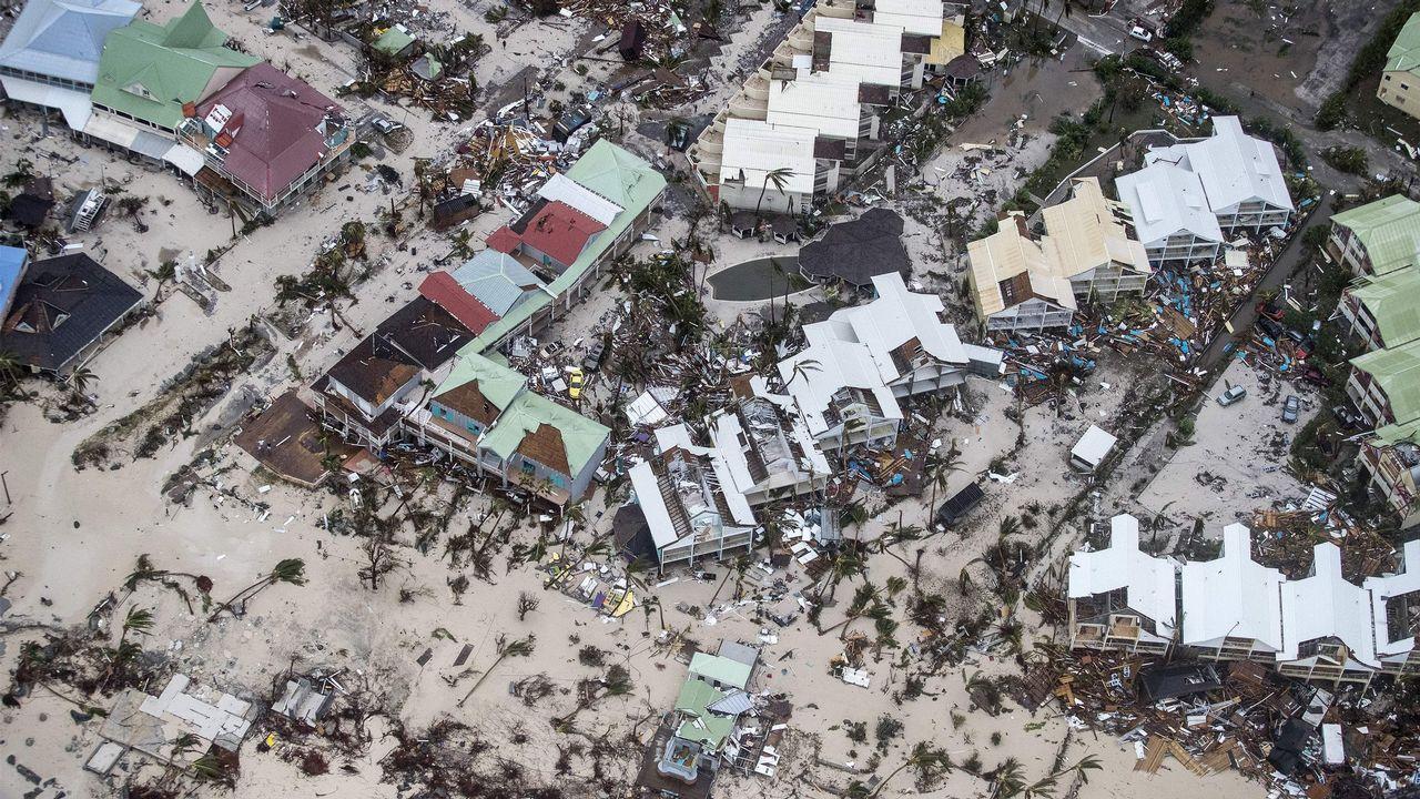 .Destrucción masiva en la parte holandesa de la isla.