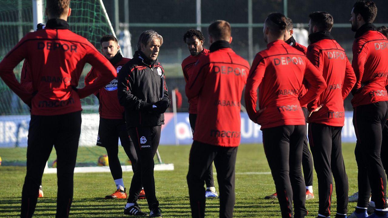 Boateng Real Oviedo Mallorca Carlos Tartiere.Boateng se lamenta tras una ocasión fallada ante el Mallorca