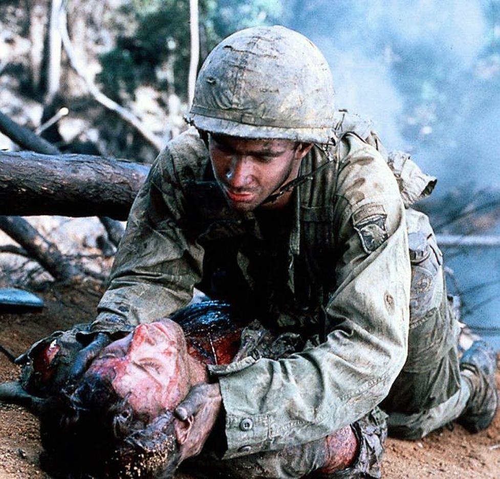 La cinta de «La colina de la hamburguesa» opta por el realismo y la crudeza y no oculta la cara más sangrienta de la guerra.