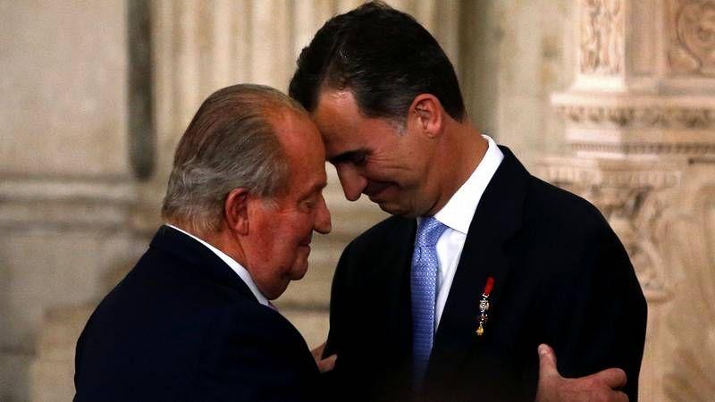 Así fue el acto de la rúbrica de la abdicación de Juan Carlos I