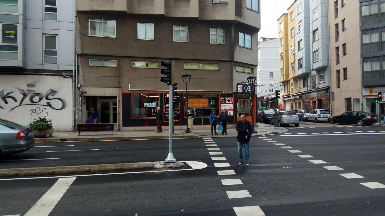Cruce de la calle San Luis con la avenida Ronda de Outeiro.