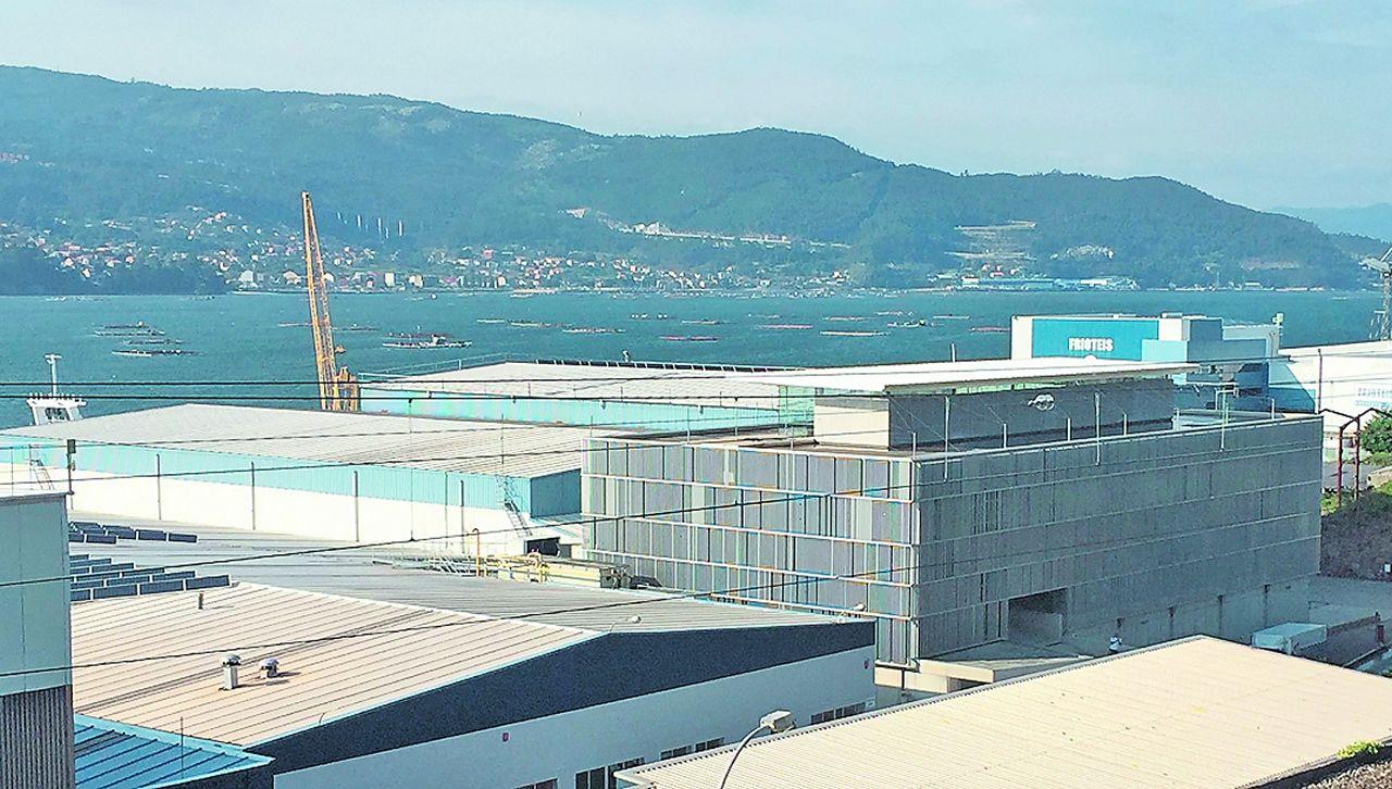 Naves de Iberconsa en la zona portuaria de Vigo