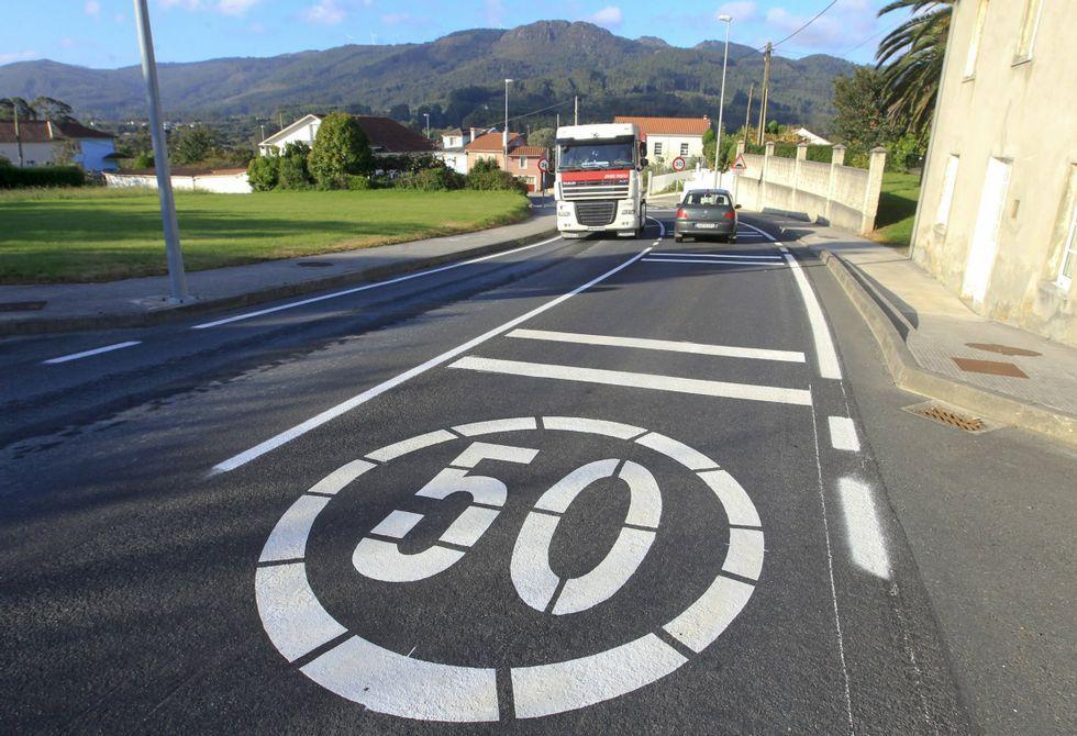 La carretera de Mera a Cariño ejemplifica las obsoletas comunicaciones de la comarca.