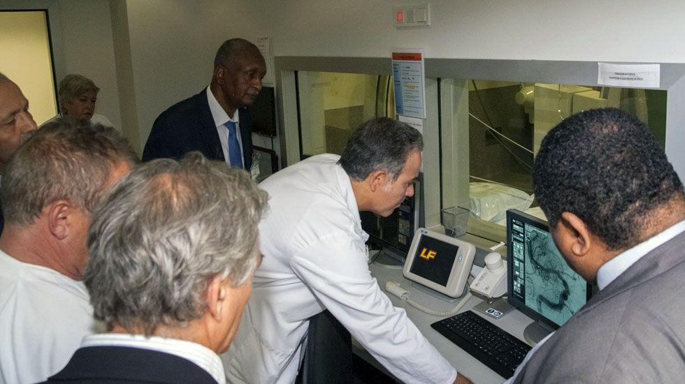 El director de la a Fundación para la Investigación Biosanitaria de Asturias (FINBA) muestra la tecnología a una delegación de Sudán.El director de la a Fundación para la Investigación Biosanitaria de Asturias (FINBA) muestra la tecnología a una delegación de Sudán
