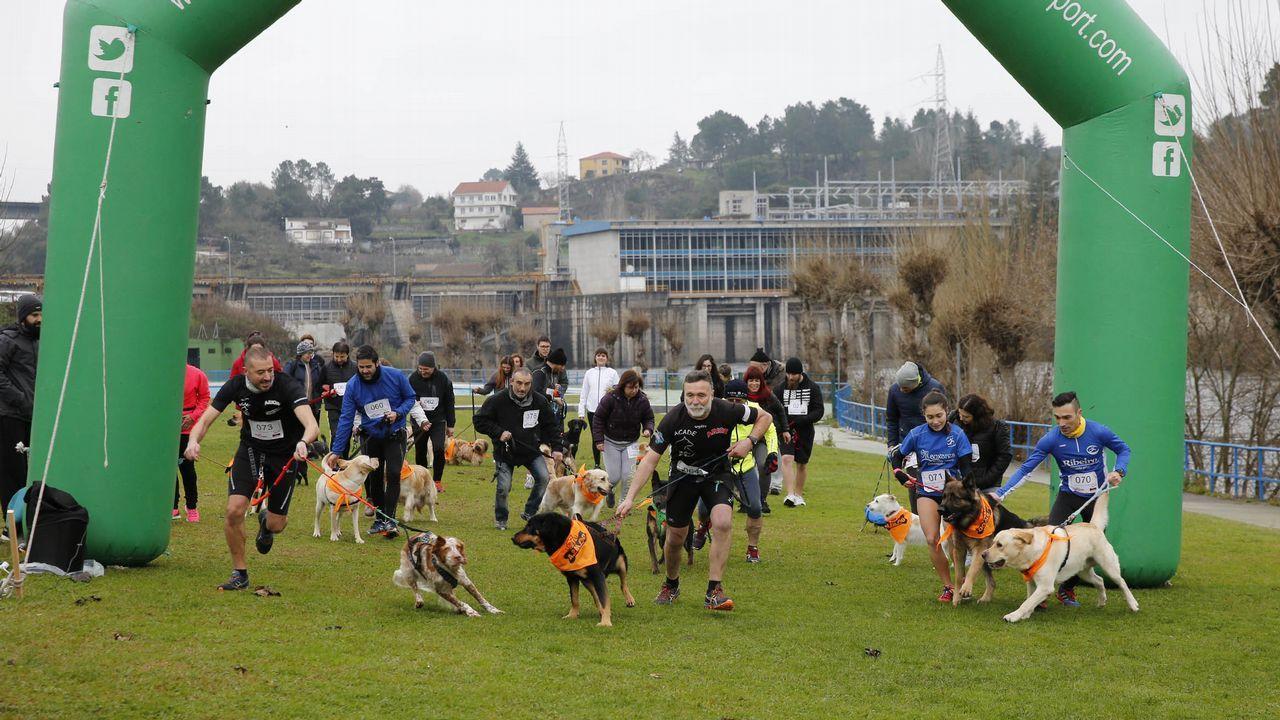Anton.Lectura de manifiesto y suelta de globos en la praza Maior de Ourense