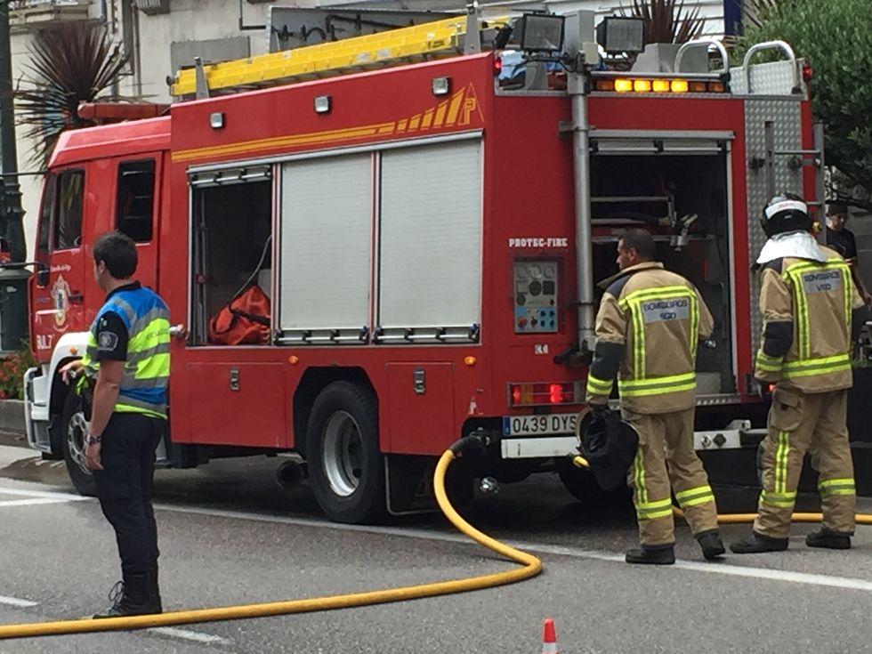Fallece una mujer de 67 años en el incendio deun edificio de 9 plantas.Coches retenidos a la entrada del túnel de Fabares, en la autovía del Cantábrico, a su paso por Villaviciosa