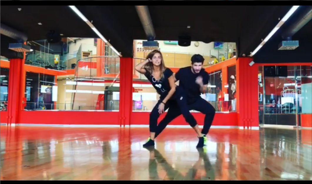 Lara Álvarez sorprende con su nuevo baile.Jóvenes de ESO aprovechan los últimos minutos antes de entrar en clase para usar el móvil