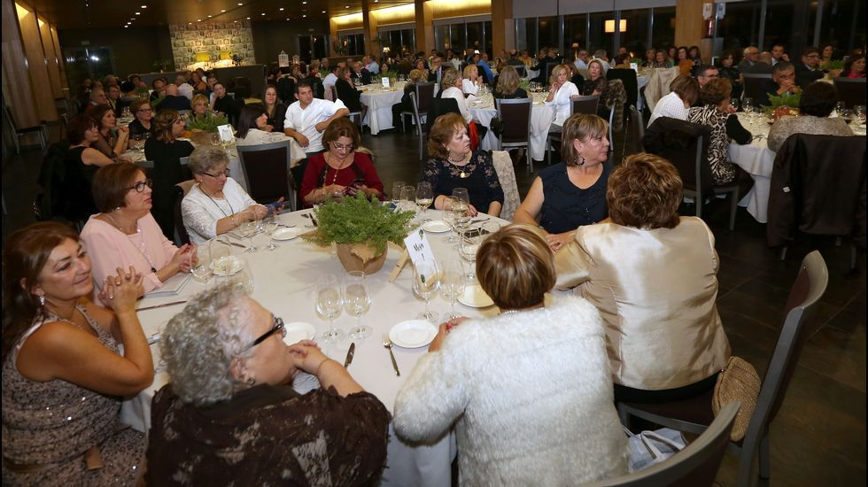 Homenaje al inspector jefe José Antonio Rilo en la cena benéfica de Renacer.