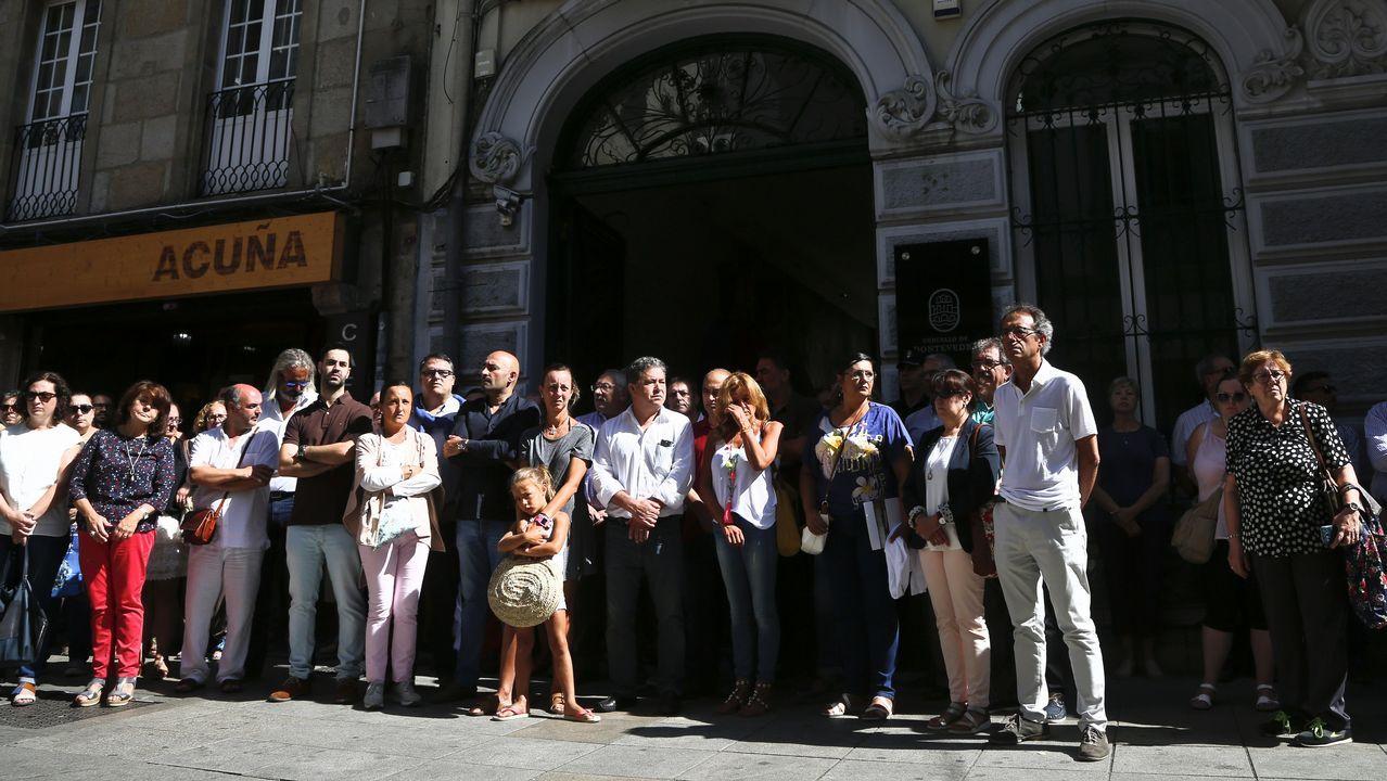 .Minuto de silencio en el Ayuntamiento de Pontevedra por el doble atentado terrorista de Barcelona