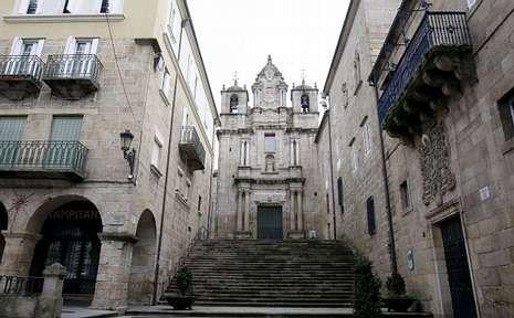 .<span lang= es-es >Santa Mª Nai</span>. <span lang= gl >«O templo máis antigo da cidade» </span>conserva ocho columnas tardorromanas.
