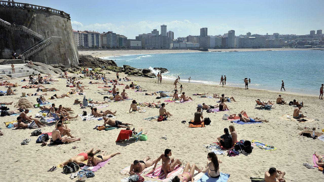 A Coruña vive su día más cálido del año en la playa.La playa de San Lorenzo de Gijón