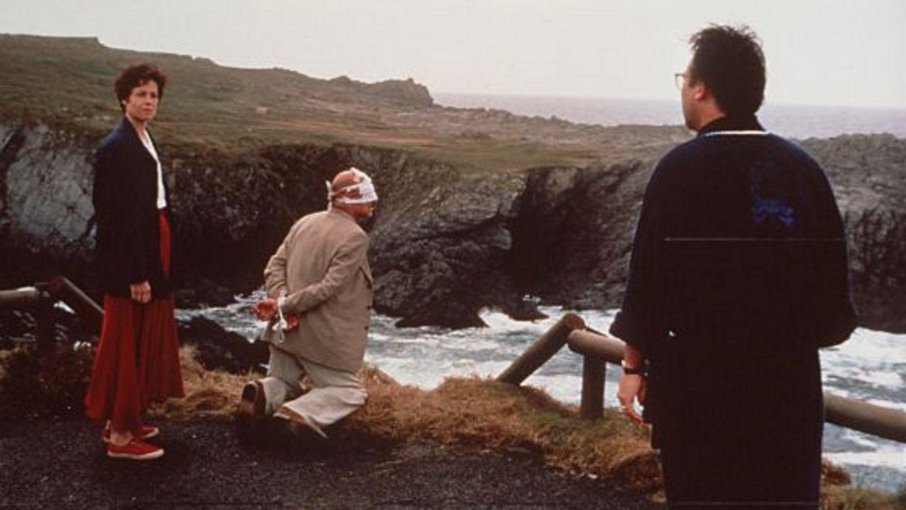FARO DE PUNTA FROUXEIRA. «La muerte y la doncella» (Polanski, 1994). Sigourney Weaver y Ben Kingsley actuaron en los acantilados de Meirás hace más de dos décadas.