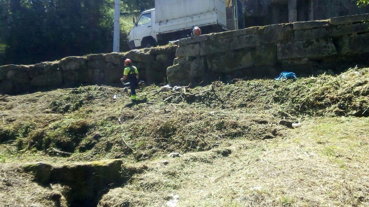 Bronca monumental en la Diputación de Pontevedra por las ayudas a los vecinos de Paramos.Concentración en Pontevedra en contra de la libertad provisional para los miembros de La Manada
