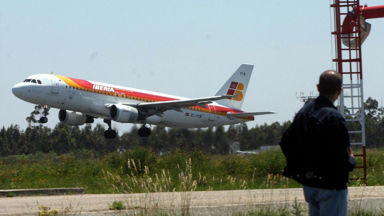 La desidia arrasa el antiguo Aero Club.El consejero de Empleo, Turismo e Industria, Isaac Pola