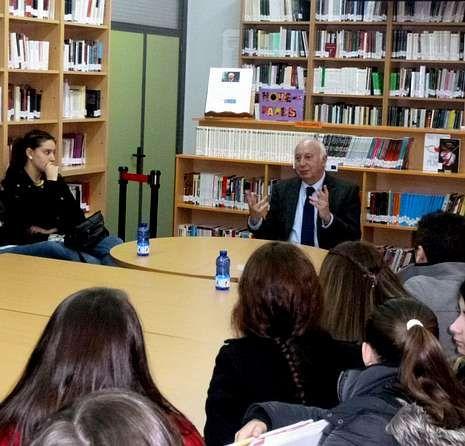 Juan Casares en la charla con los estudiantes