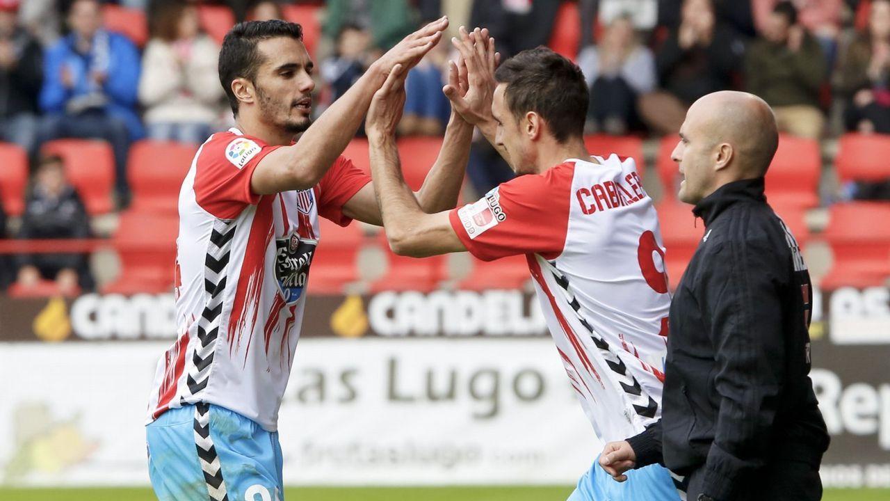 Luis César Sampedro y Joselu en un partido ante el Sevilla Atlético de la 16/17