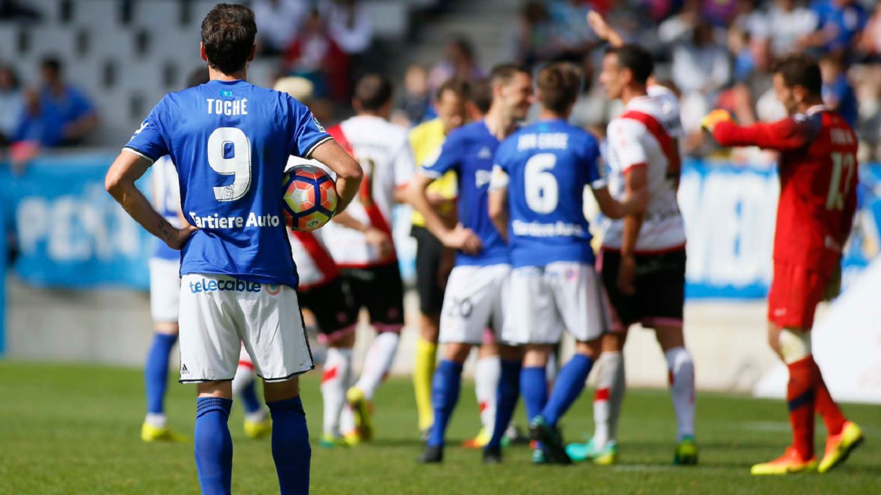Toche Real Oviedo penalti Rayo Horizontal.Toche espera para lanza un penalti ante el Rayo la temporada pasada