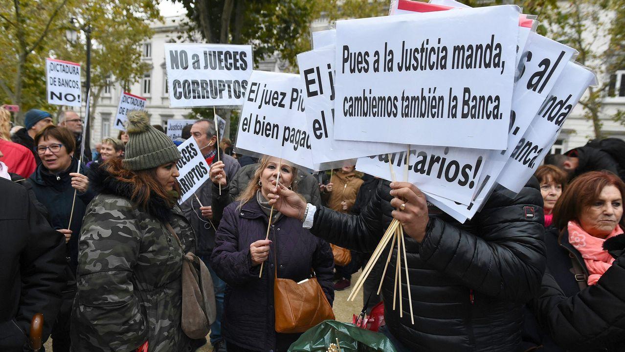 Teléfono móvil.Adriana Lastra dijo ayer que PP y Ciudadanos no son constitucionalistas y que apuestan por «lo contrario» que la Carta Magna