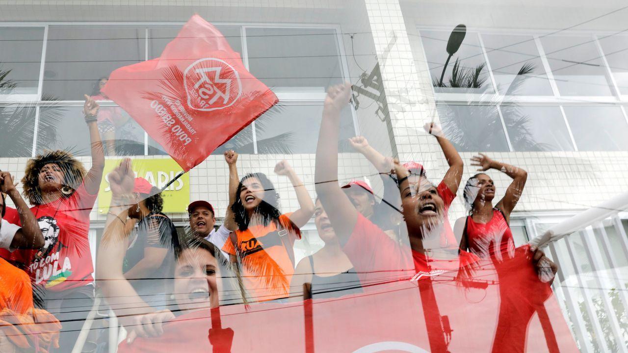 Militantes del Movimiento de los Trabajadores sin Techo ocupan el célebre tríplex de lujo de Lula en Guarujá