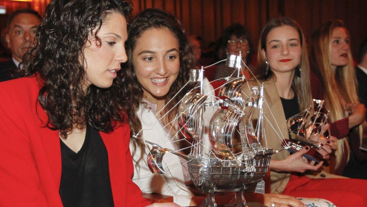 El equipo juvenil del Racing de Ferrol celebra el ascenso a División de Honor.María Pérez Araújo, jugadora del Uni Ferrol