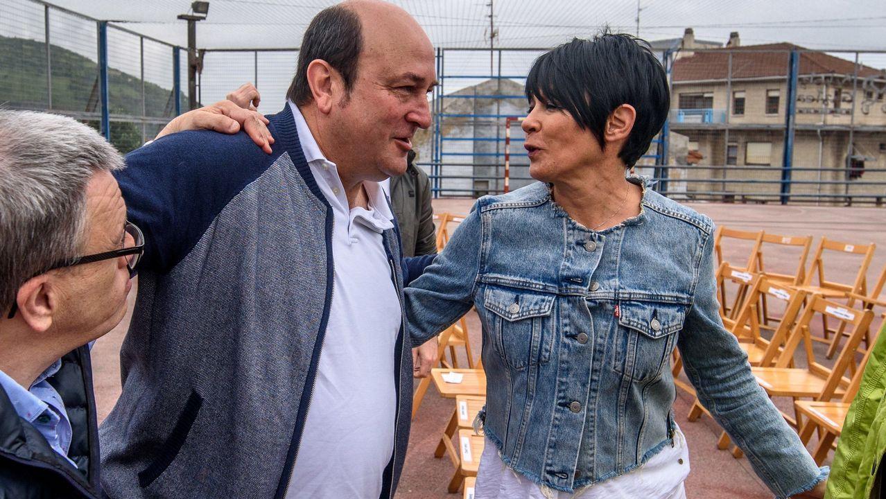 Una gran cadena humana une las capitales vascas por el derecho a decidir