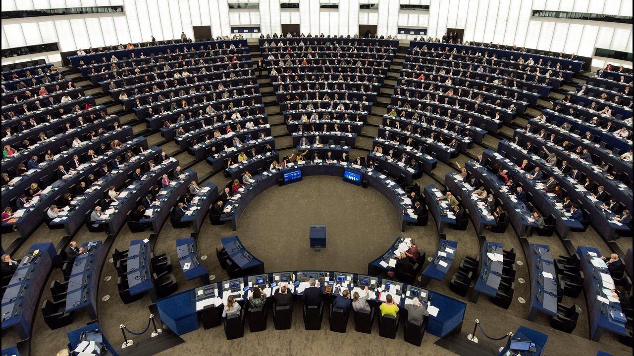 El Consejo de Ministros da luz verde al decreto ley que facilita la salida de empresas de Cataluña.Farage