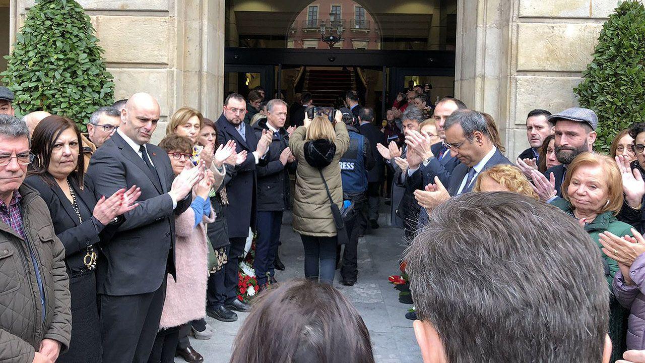 Llegada del féretro de Vicente Álvarez Areces a Gijón