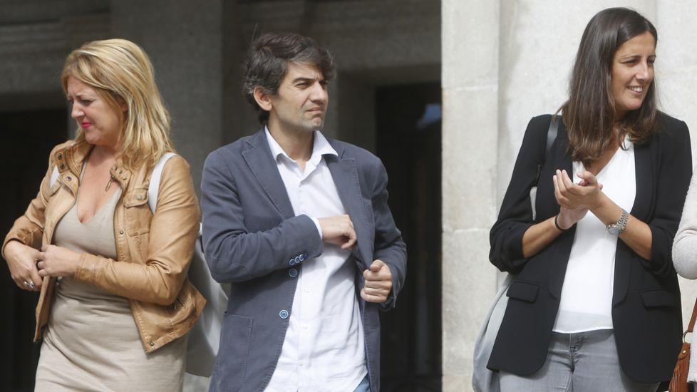 La portavoz del PSOE, Beatriz Sestayo; el acalde, Jorge Suárez, y la concejala socialista María Fernández Lemos, ayer en Ferrol.