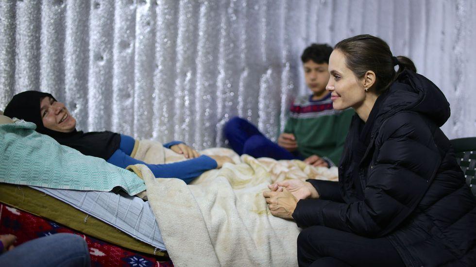 Jolie visita a refugiados sirios en Líbano