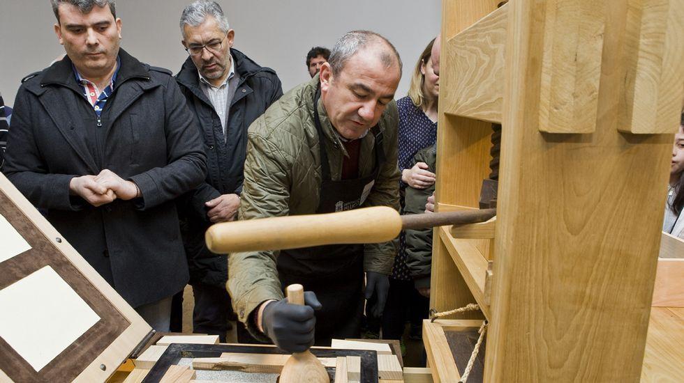 Arranca la imprenta de Gutenberg de Lugo.Ruedas de un tractor, en una imagen de archivo