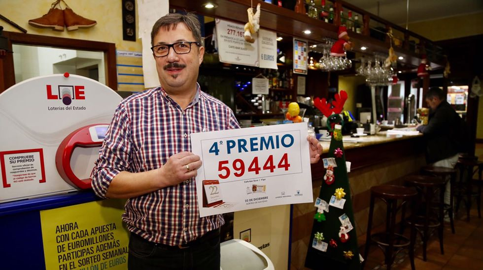 El dueño del bar que repartió parte de un cuarto premio en Vigo