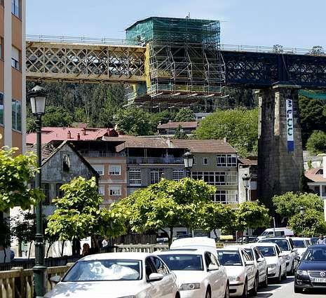 La reforma del puente ferroviario terminará en el 2015.