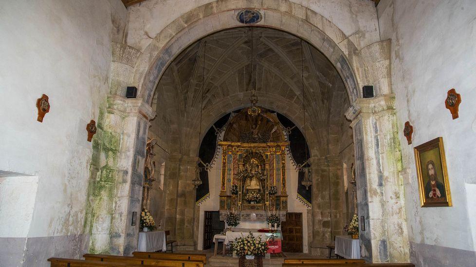 Altar mayor de la Virgen en Cadeiras